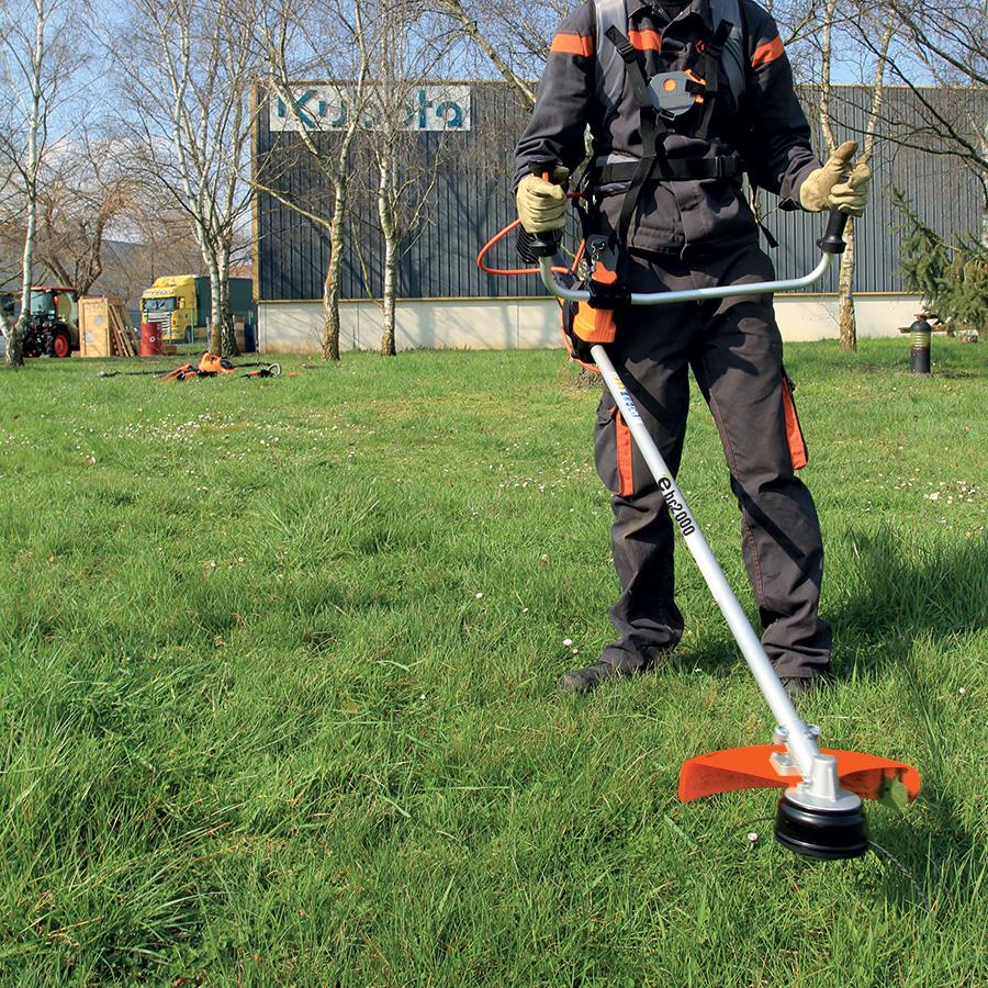 Struikgewas en onkruid verwijderen Accu – Bosmaaiers - KUBOTA